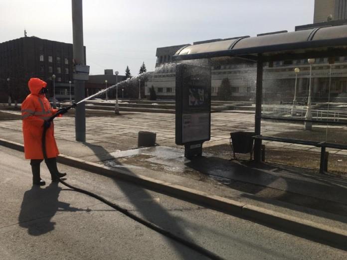 Миниатюра для: В Омске начали дезинфицировать мосты и переходы