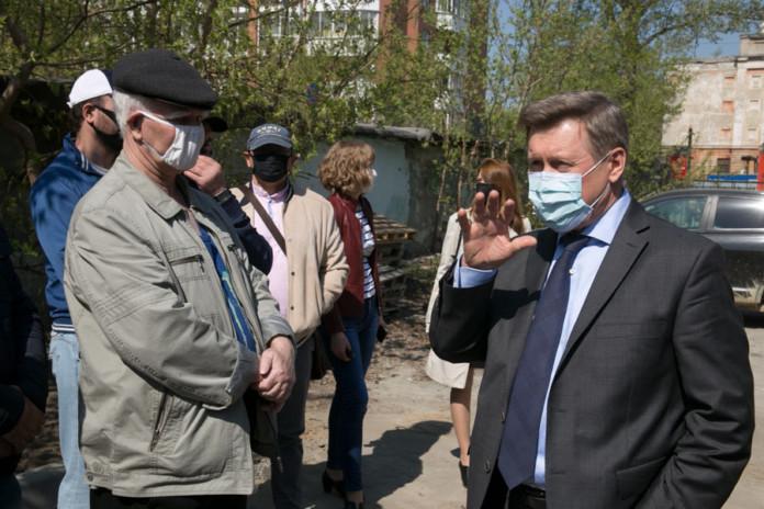 в Новосибирске приступили к ремонту дворов