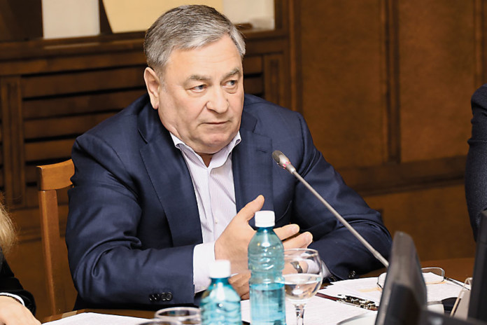 Председатель комитета ЗС по строительству, жилищно-коммунальному комплексу и тарифам Евгений Покровский