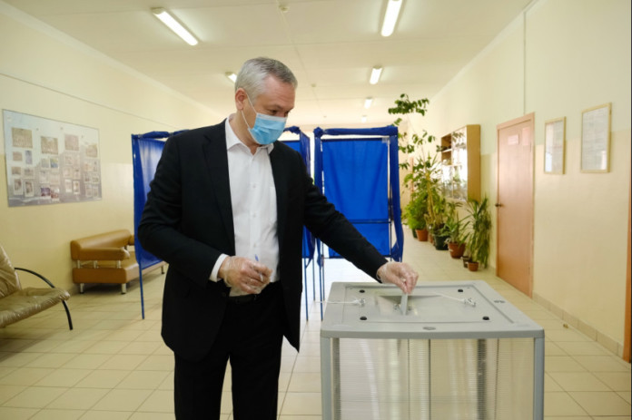 Новосибирцы активно голосуют по изменениям в Конституцию России в последний день голосования до дня голосования