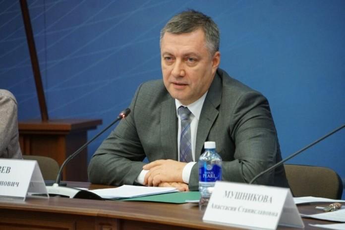Миниатюра для: Избранный губернатор Иркутской области Игорь Кобзев принял присягу