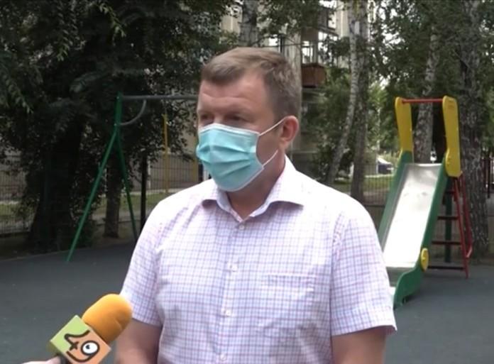 Миниатюра для: Новосибирские единороссы просят подрядчиков устранить недочеты, обнаруженные через год после благоустройства дворов
