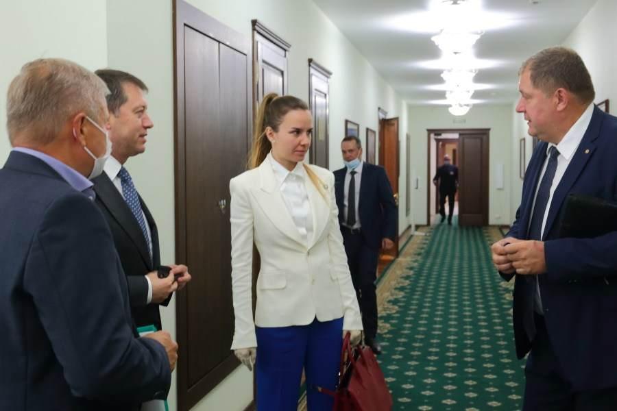 Андрей Травников встретился с председателем совета директоров УК «Сибантрацит» Катериной Босов - Фотография