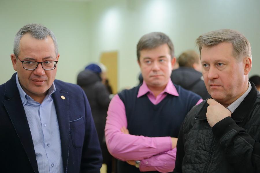 Как компромат на КПРФ в Новосибирске отразится на отношениях мэра и губернатора? - Фото