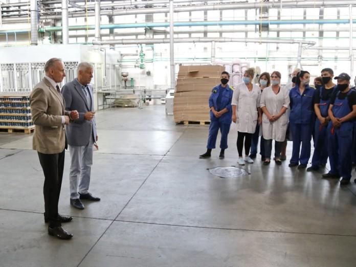 Миниатюра для: Рабочие новосибирского завода «Сибиар» обсудили место установки стелы «Город трудовой доблести»