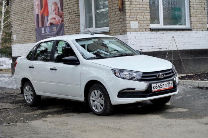 Миниатюра для: С начала года районные больницы Новосибирской области получили 17 новых легковых автомобилей