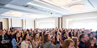 Тренд, который лопнул: почему event-индустрия ждет возвращения в офлайн
