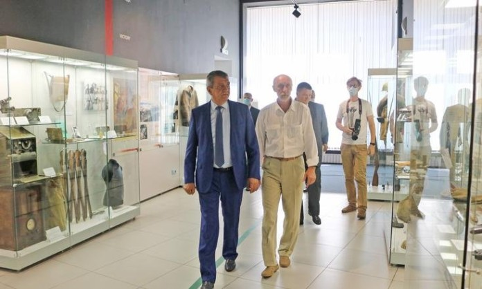 Миниатюра для: Сергей Меняйло сходил на экскурсию в Новосибирский государственный краеведческий музей