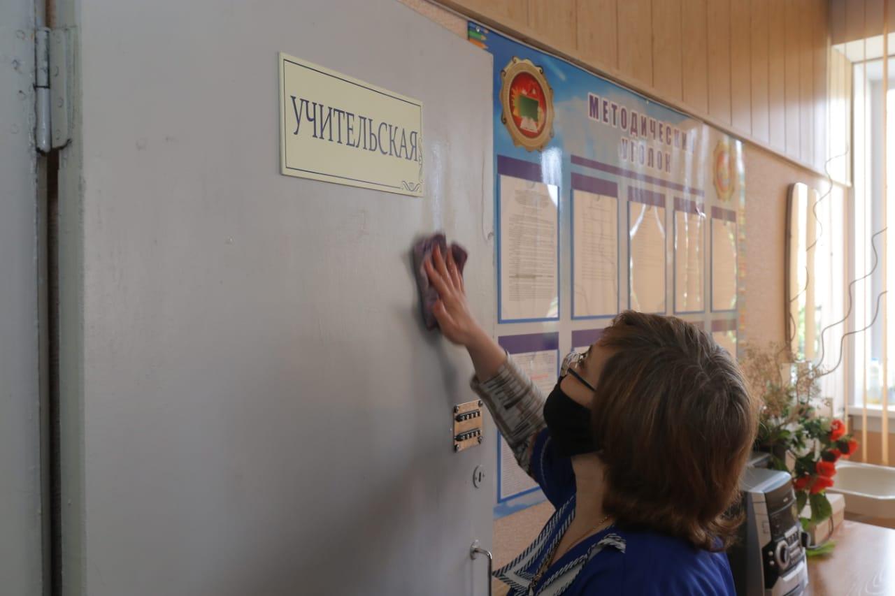 Директор новосибирской школы за год заработала в два раза больше мэра