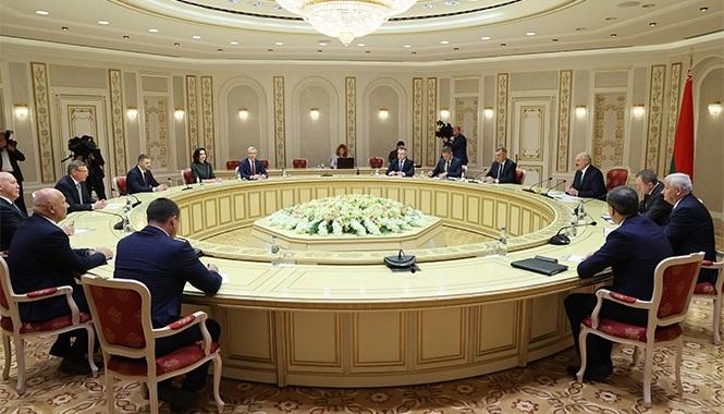Миниатюра для: Главы регионов Сибири встретились в Минске с Александром Лукашенко