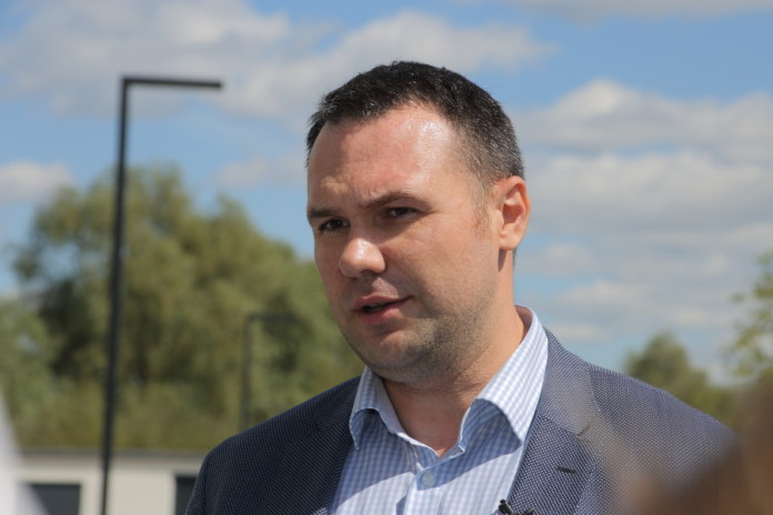 Глава комитета по рекламе мэрии Новосибирска останется под стражей почти до конца года