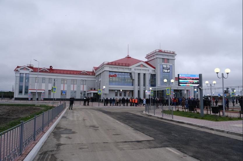 Андрей Травников дал старт работе двух обновленных вокзалов в Новосибирской области - Фотография