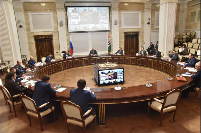 Миниатюра для: Губернатор Андрей Травников поручил ужесточить наказание за хождение без масок в Новосибирской области