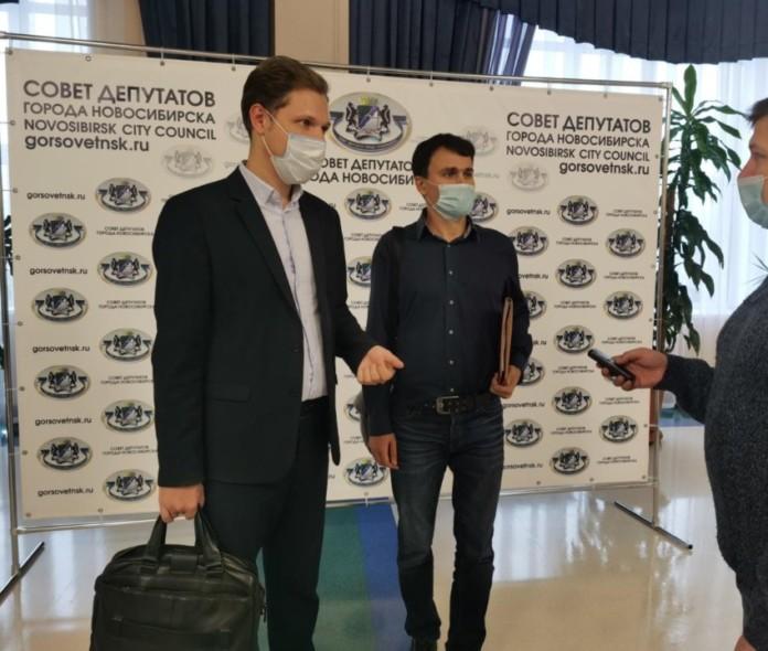 Миниатюра для: «Подозрительно» дешево: коммунисты привлекают внимание главы города и партийного лидера к схемам продажи авто в мэрии Новосибирска