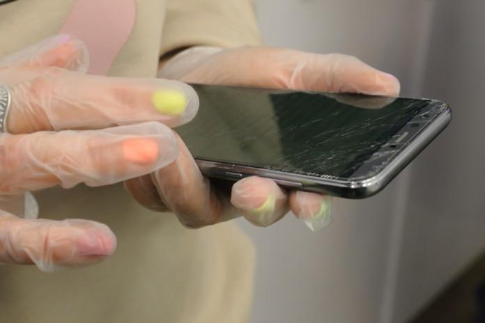 телефон, перчатки
