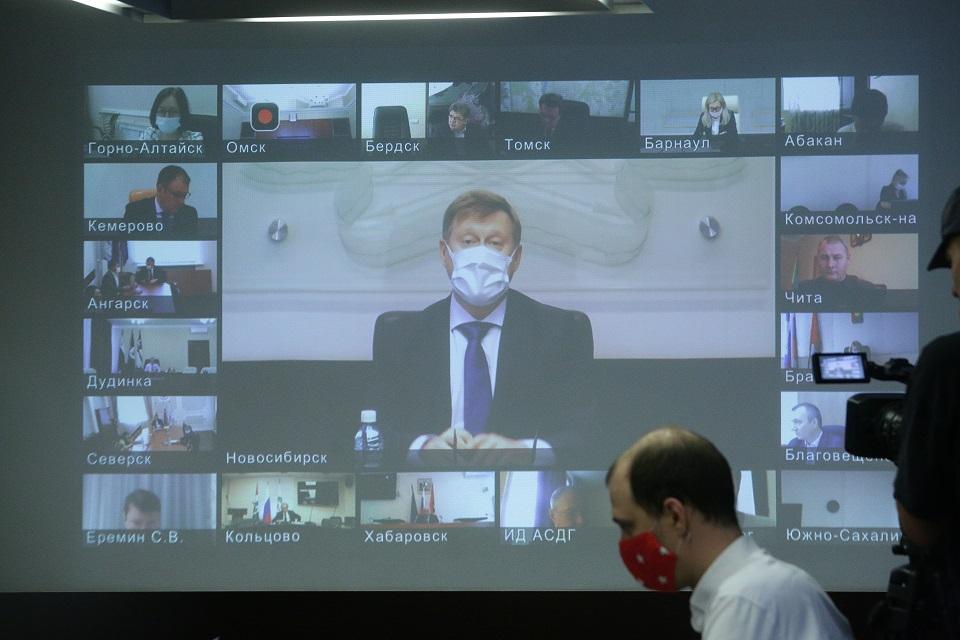 Анатолий Локоть: «Рукотворные» кризисы обычно намного тяжелее «природных». Сейчас мы переживаем именно такой» - Фотография