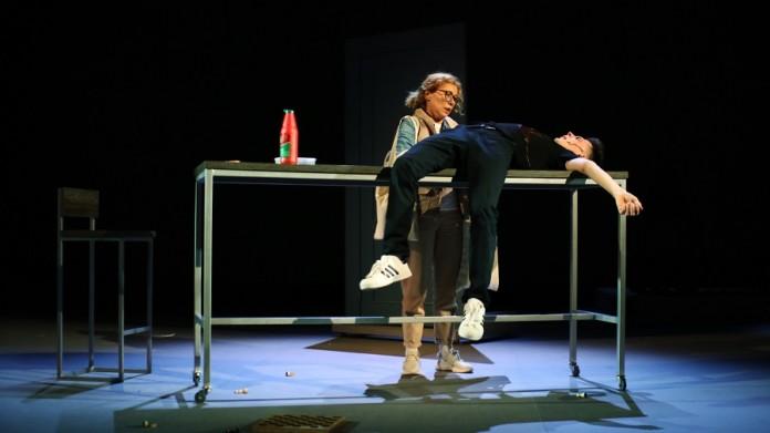 Миниатюра для: Зона отчуждения: чем удивил спектакль «Временно недоступен»