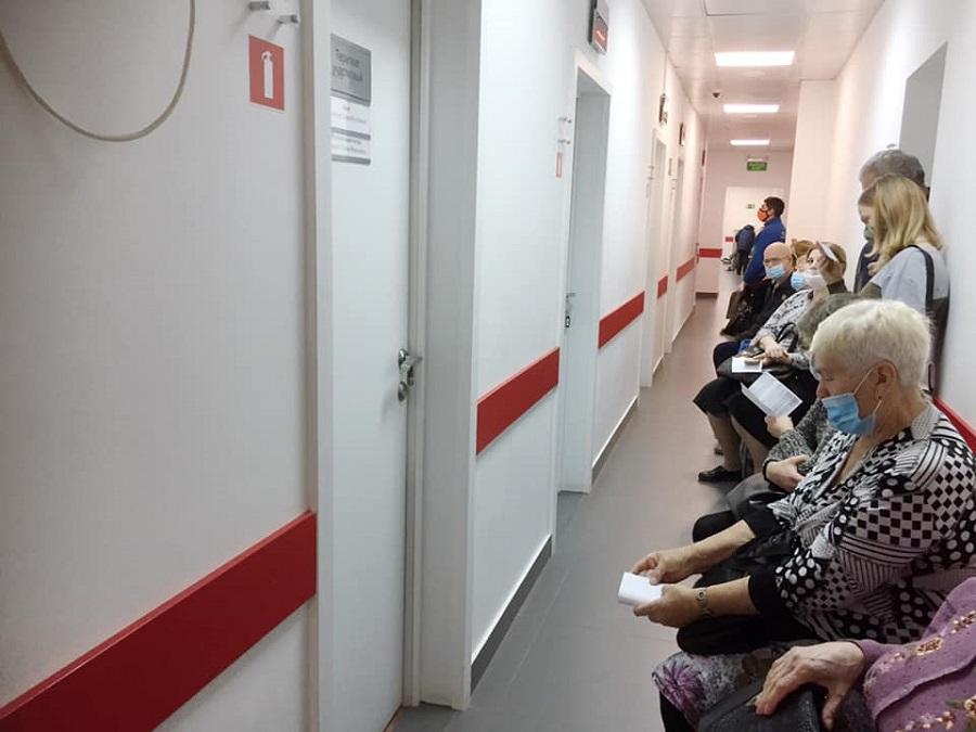 Коллапс медицины: почему в Новосибирске нельзя дозвониться в поликлинику, и куда пропали лекарства из аптек? - Фотография