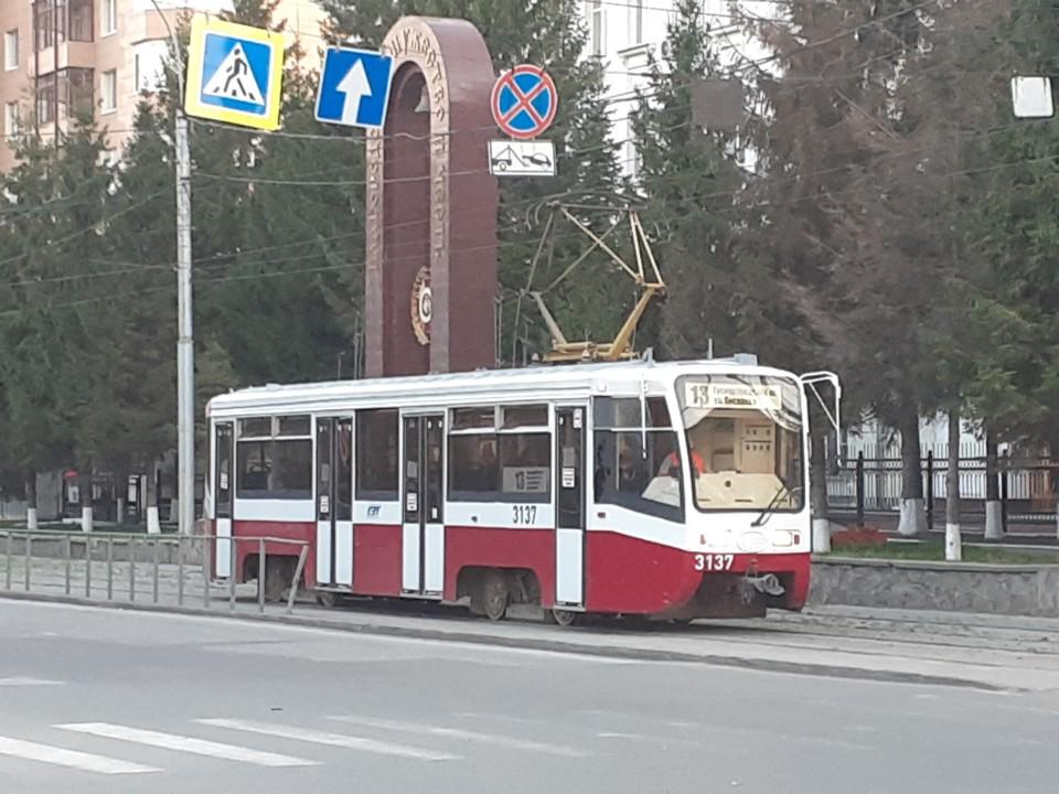 Почему Новосибирск встанет на трамвайные рельсы? Фотография