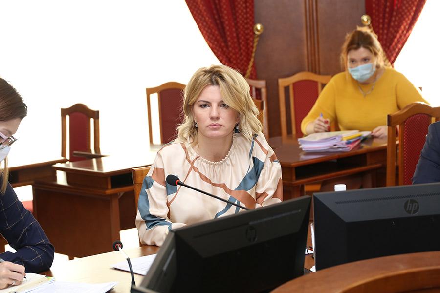 Без торгов и налогов: новосибирские парламентарии отправили преференции бизнесу на доработку - Изображение