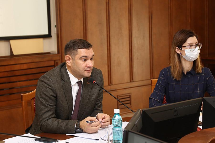 Без торгов и налогов: новосибирские парламентарии отправили преференции бизнесу на доработку - Фото