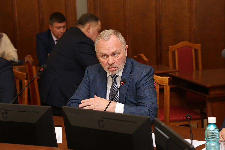 Без торгов и налогов: новосибирские парламентарии отправили преференции бизнесу на доработку - Фотография