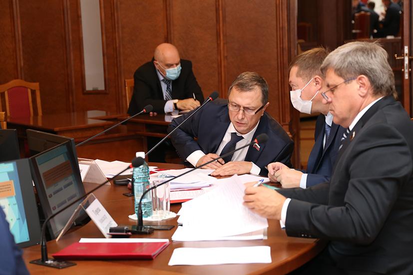 Новосибирские парламентарии: «В сравнении с 90-ми торговля развивается и совершенствуется» - Изображение