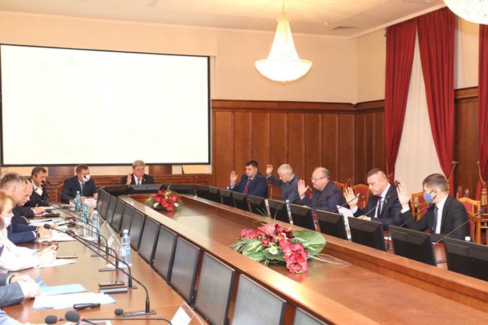 Миниатюра для: Новосибирские парламентарии: «В сравнении с 90-ми торговля развивается и совершенствуется»