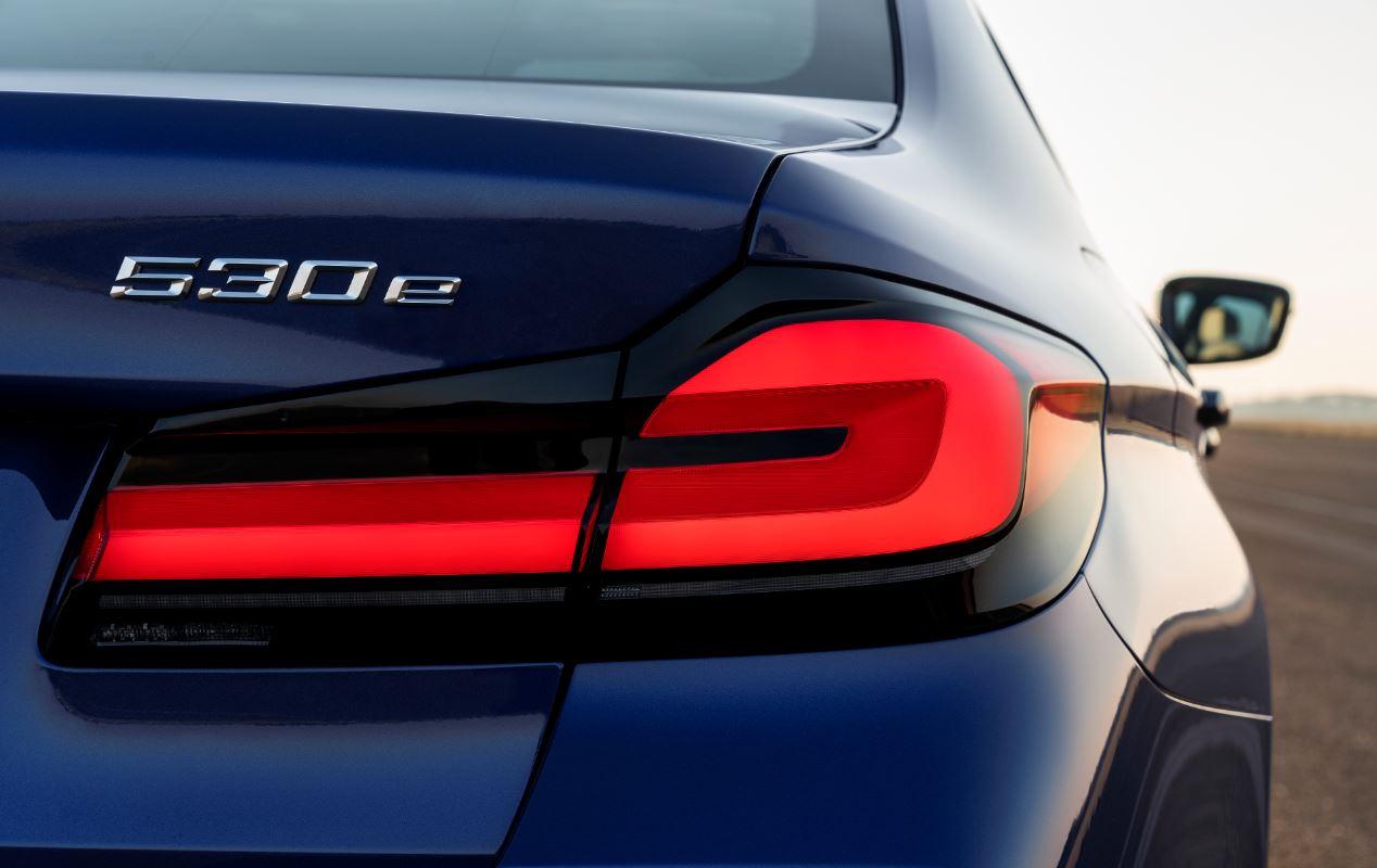 BMW 5-Series или Mercedes Е-class: два главных конкурента обновились в 2020 году