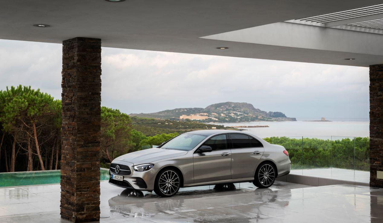 BMW 5-Series или Mercedes Е-class: два главных конкурента обновились в 2020 году - Изображение