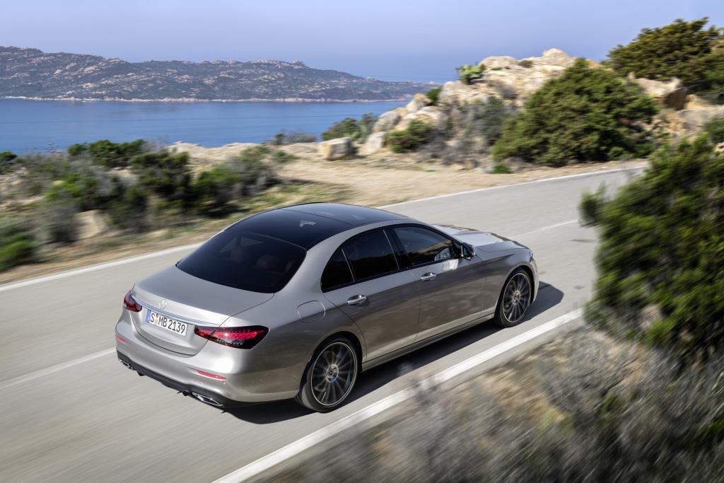 BMW 5-Series или Mercedes Е-class: два главных конкурента обновились в 2020 году - Фотография
