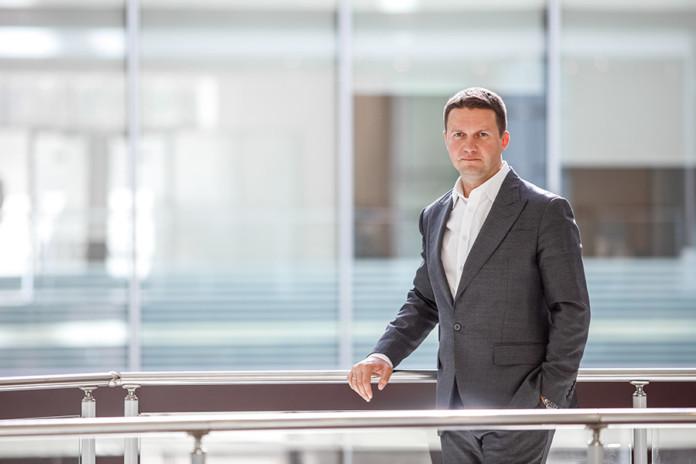 Миниатюра для: Дмитрий Средин: «Все чаще мы ведем переговоры не с финансистами, а с ИТ-директорами компаний»