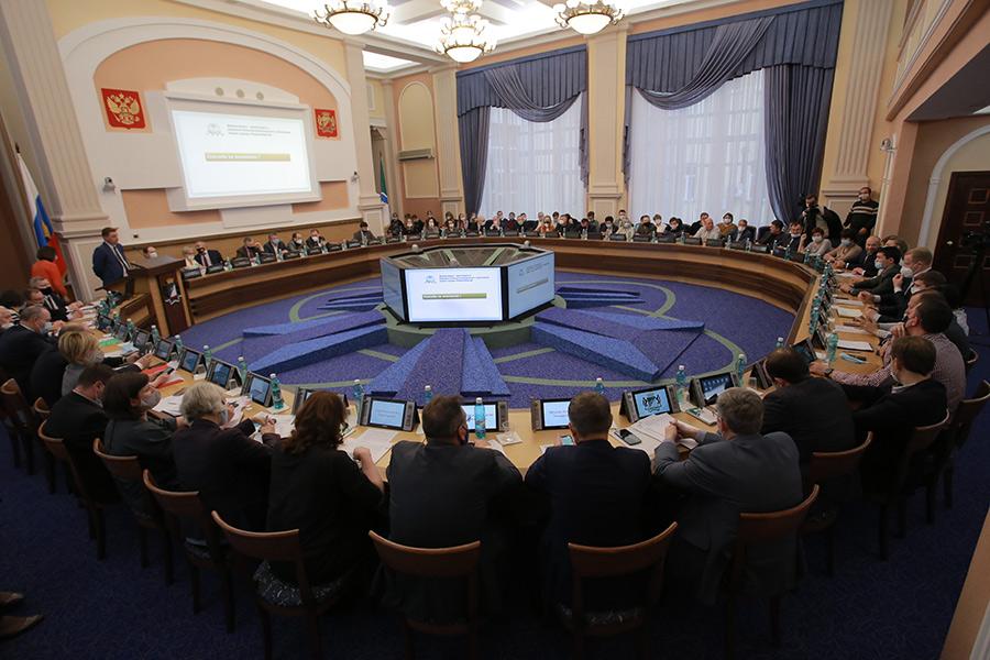 «Социальные обязательства— то, что трогать нельзя»: депутаты горсовета Новосибирска оценили будущий бюджет города - Фотография