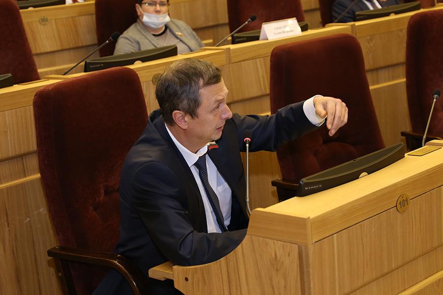 Еще больше «неприкасаемых» расходов, еще меньше денег минстрою и минцифре – каким может стать бюджет Новосибирской области-2021 - Картинка