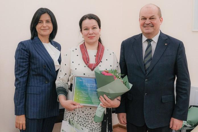Миниатюра для: Сбербанк в Новосибирске вручил подарки лучшим учителям России