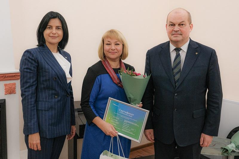 Сбербанк в Новосибирске вручил подарки лучшим учителям России - Изображение