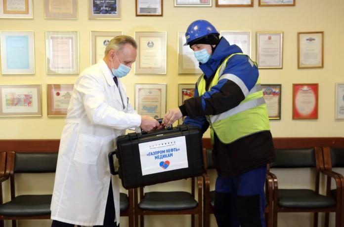 Миниатюра для: «Газпром нефть» передала Омской области ПЦР-лаборатории и средства медицинской защиты