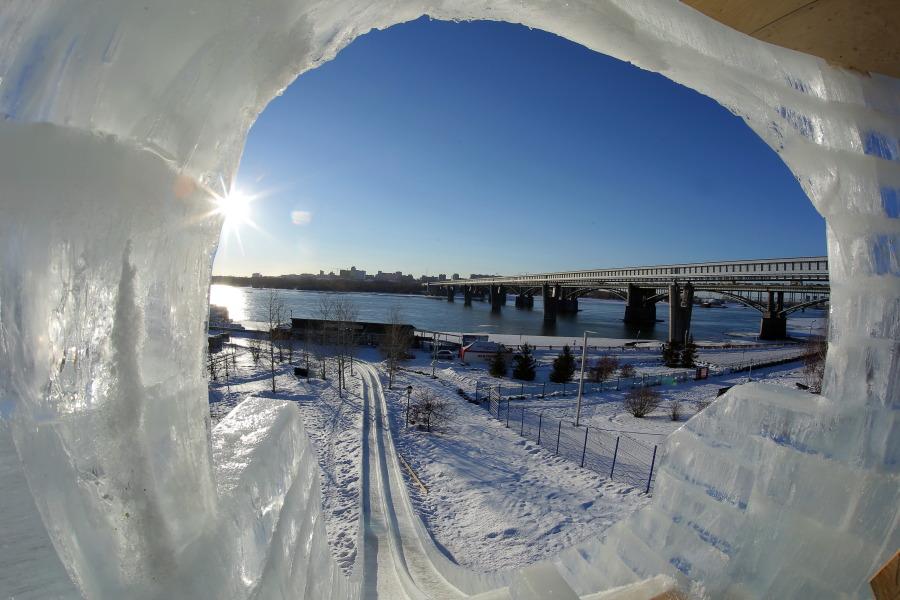 Покататься с горки на новогодних каникулах в Новосибирске