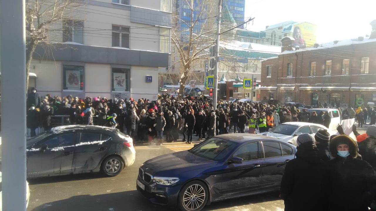 Несанкционированный митинг в Новосибирске - Красный проспект