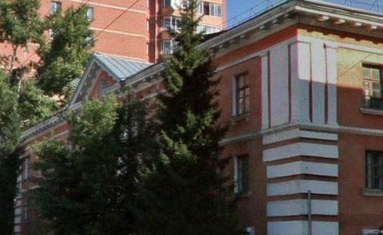 Миниатюра для: Власти выставили на торги здание геологоразведочного техникума в центре Новосибирска за 63,8 млн рублей
