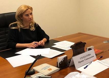 Миниатюра для: В Омске по подозрению в махинациях с «коронавирусными» госконтрактами заочно арестована экс-министр здравоохранения
