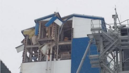 Миниатюра для: Под завалами обрушившегося производственного здания в Новосибирске обнаружен мужчина
