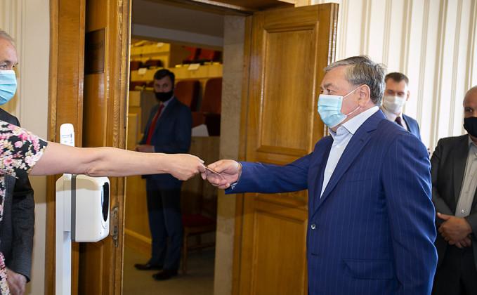 Сессия Законодательного собрания. Депутат Евгений Покровский - Фото 2020 года