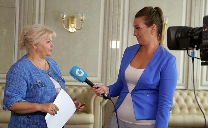 Председатель Облизбиркома Ольга Благо дает интервью - Фото 2020 года