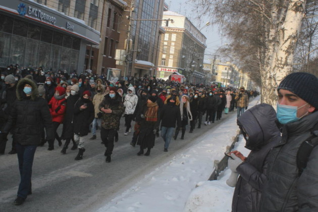 Акция в поддержку Алексея Навального в Новосибирске собрала около двух с половиной тысяч участников