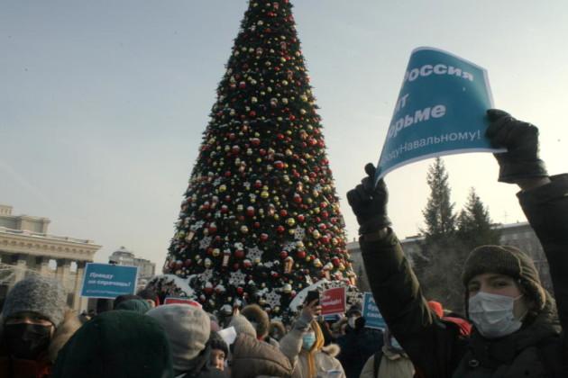 Акция в поддержку Алексея Навального в Новосибирске собрала около двух с половиной тысяч участников - Фото
