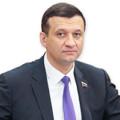 Дмитрий Савельев поздравляет Андрея Травникова