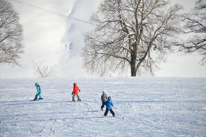 Снег, горка, дети