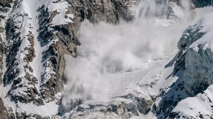 Лавина, снег, горы