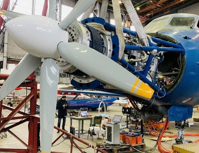 В Новосибирске прошли испытания первого гибридного авиадвигателя - Изображение